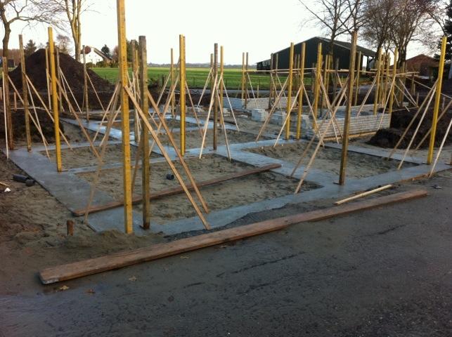 Nieuwbouw woning Wagenborgen, het eerste funderingmetselwerk